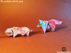 The predator and its prey - Le prédateur et sa proie. (Magic Fingaz) Tags: pig origamipig origamicochon cochon origami wolf origamiwolf loup origamiloup paperfolding paperart barthdunkan ecorigami