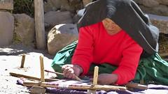 Handarbeit (Sanseira) Tags: südamerika peru handwerk handarbeit frau insel isla taquile tuch muster