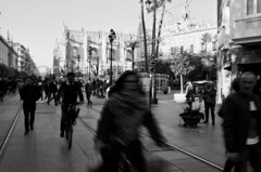 Sevilla (aluiscr) Tags: sevilla seville spain españa andalucia espagne bw bn streetphotography street winter navidad catedral cathedral