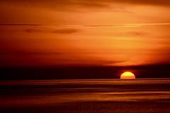 AMANECER EN BENALMADENA (marthinotf) Tags: benalmadena malaga costadelsol marmediterraneo sol agua primerasluces nubes amanecer gaviotas pesca