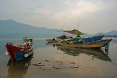 Lagune de Long Co [Explore] (Chrisar) Tags: lagune montagnes barques pêcheurs nikond750 dxophotolab angénieux3570