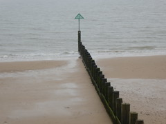 UK - Essex - Frinton-on-Sea - Beach - Groyne (JulesFoto) Tags: uk england essex ramblershikeessex tendringpeninsula frintononsea beach