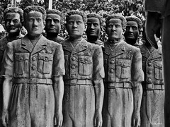 Los súbditos perpetuos (KRAMEN) Tags: estatuas bn men bw museo etiopía