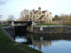 UK - Hertfordshire - Near Hoddesdon - Lee Navigation - Fieldes Weir Lock (JulesFoto) Tags: uk england ramblers capitalwalkers hertfordshire hoddesdon leenavigation fieldesweirlock