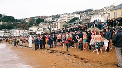 Boxing Day Swim 2018 (Chi Bellami) Tags: film fujifilm fujicolor c200 nikon nikonosv 35mm zonefocus scalefocus scanned scan colour c41 negative westendcameras chibellami amphibiouscamera nikonos beach coast shore seaside swim boxingday ventnor isleofwight patch