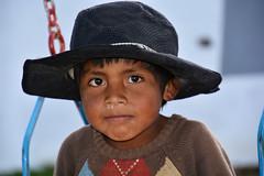Enfant  Bolivien _2168 (ichauvel) Tags: garçon boy sourire smile portrait chapeau hat balançoire regarder lookingat exterieur outside tarabuco bolivie bolivia amériquedusud southamerica amériquelatine voyage travelyeux eyes regard pauvre poor
