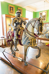 Mounted knight in armour with gold trim (quinet) Tags: 2017 antik antiquitäten england london rüstung wallacecollection ancien antique armour armure militaire military militärische museum musée