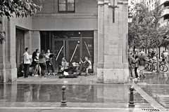 Playing the Rain (czuerbig) Tags: ilforddelta100 summicron50 rainy leicam6ttl street sansebastian ei100 20â°c 14 20180728 10min travel ilfotecddx outside 20°c