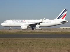 F-HEPG, Airbus A320-214(SL), c/n 5802, Air France, CDG/LFPG 2019-02-15, taxiway Bravo-Loop. (alaindurandpatrick) Tags: cn5802 fhepg a320 a320200 airbus airbusa320 airbusa320200 minibus jetliners airliners af afr airfrance airlines cdg lfpg parisroissycdg airports aviationphotography