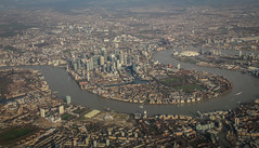 London - Isle of Dogs (Andy.Gocher) Tags: andygocher canon100d sigma18250 uk windowseat aeroplaneseat aeroplanewindow london isleofdogs aerial city cityscape