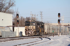 NS and Sand Cars (recekasten) Tags: cn railroad ns signals wisconsin neenah medina junction 446 zebra beast eje bnsf