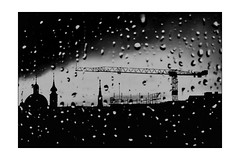 Chanson triste (Armin Fuchs) Tags: arminfuchs würzburg lavillelaplusdangereuse neumünster crane window rain raindrops silhouette light spring handy smartphone constructionsite marienkapelle