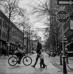 Passenger - Film Hasselblad (Photo Alan) Tags: vancouver film canada gastown passenger filmcamera filmscan film120 rollei hasselblad hasselblad503cw blackwhite bw blackandwhite monochrome street streetphotography streetpeople city cityscape cityofvancouver vancouverdowntown