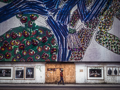 The Big Picture (Eskay Pics) Tags: murale walking walk milan street streetphotography citylife streetlife pedestrian