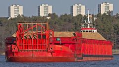 The tug boat Karl-Erik and the barge Oxelösund in Stockholm (Franz Airiman) Tags: båt boat ship fartyg stockholm sweden scandinavia bay fjärd träflis flis woodchips lillavärtan skärsätra lidingö