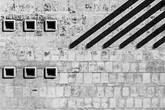 six (Blende1.8) Tags: ostende ostend belgium westvlaanderen vlaanderen mauer wall wand fassade facade buildingfacade gebäudefassade architecture abstract abstrakt monochrom mono monochrome blackandwhite urban outdoor shadow shadows lines linien window windows fenster sel24105g 24105mm a6300 ilce6300 struktur textur texture