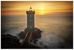 KERMORVAN (PascaLucasJy) Tags: phare sunset lighthouse littoral paysage landscape soleil sea sky sun soir seascape finistère bretagne france french breizh brittany mer rochers