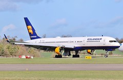 TF-ISZ - Boeing 757-223 ex Icelandair at Kemble Cotswold Airport / Air Salvage International . (Bob Symes) Tags: tfisz boeing b757 boeing757 23600 kemble