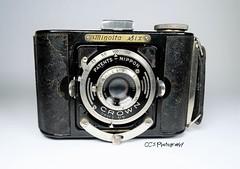 Minolta Six - 1936 (http://www.yashicasailorboy.com) Tags: minolta camera 6x6cm mediumformat 1936 japan film 120rollfilm crownshutter lens bakelite nippon patents coronarlens minoltasix