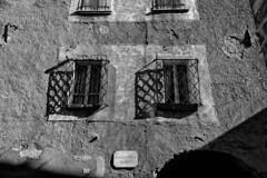 Sguardi prigionieri. (drugodragodiego) Tags: bagolino valledelcaffaro vallesabbia provinciadibrescia lombardia windows finestre prigione street buildings blackandwhite blackwhite bw biancoenero pentax pentaxk1 k1 pentaxdfa2470mmf28 hdpentaxdfa2470mmf28edsdmwr