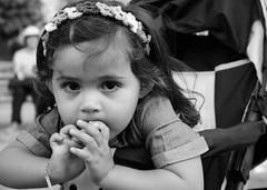 Retrato (dani_pena) Tags: portrait retrato kids bw blackandwhite blancoynegro fotografía photography cute candid candidphotography