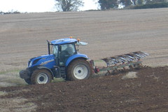 New Holland T7.200 Tractor with a Kverneland 5 Furrow Plough (Shane Casey CK25) Tags: new holland t7200 tractor kverneland 5 furrow plough blue cnh nh casenewholland newholland castletownroche traktor traktori tracteur trekker trator ciągnik ploughing turn sod turnsod turningsod turning sow sowing set setting tillage till tilling plant planting crop crops cereal cereals county cork ireland irish farm farmer farming agri agriculture contractor field ground soil dirt earth dust work working horse power horsepower hp pull pulling machine machinery panasonic dcmtz35