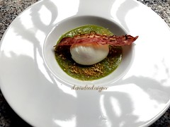 Uovo poché, crema di piselli e pancetta croccante.  Poached egg, peas cream and crispy bacon (www.denisefoodesigner.com) Tags: ランチ hungry today details 午餐 gourmand gourmet dejeuner cuisine 食品 питание 食べ物 lebensmittel scatto photo picture cooking chef delicia delicious lecker mittagessen middag lunsj almoço almuerzo cozinhar cucinare pranzo ovo green white colors cibo comida recipe ricetta foodphotography foodporn food lunch oeuf huevo uovo egg