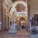 Table tactile dans la nouvelle galerie des sculptures du Petit Palais à Paris thumbnail