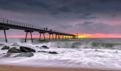 _DSC6091 (Masaco 76) Tags: marina mar cielo luz natural filtros benro puente rocas paisaje nubes badalona pont petroli amanecer nature ngc tamron 1530