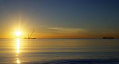 Westerschelde bij Waarde (Omroep Zeeland) Tags: westerschelde waarde slik wolken wolkenlucht scheepvaart zonsondergang sunset giant 7