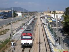 Tren de Cercanías (Línea C-6) a su paso por la Estación de EL PUIG DE SANTA MARIA (Valencia) (fernanchel) Tags: spain renfe adif cercanias rodalies поезд bahnhöfe railway station estacion ferrocarril tren treno train c6 elpuigdesantamaria
