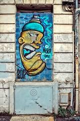 Les rides du vieux Bordeaux magnifiquement maquillées par Möka (Isa-belle33) Tags: window fenêtre wall mur urban urbain city ville colors couleurs blue bleu fujifilm bordeaux street streetphotography streetart streetartbordeaux möka