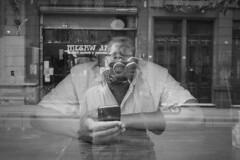 (Claudio Blanc) Tags: street streetphotography streetcandid fotografiacallejera fotografíacallejera buenosaires bw bn blackandwhite blancoynegro argentina