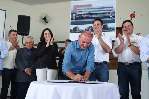 Assinatura da Ordem de Serviço para a construção do Paço Municipal - Carambeí