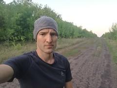 Проехал почти 15 км, а места для ночевки так и нет. Везде дороги, съезды и тишина.