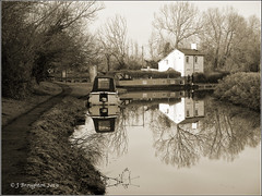 Canal Views 2019_3_M (johnzsv) Tags: canal boats water oxfordcanal oxfordshire oxford olympus m10 monochrome landscape lockkeepershouse dukeslock bw reflections