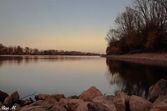 Abendstimmung (trixi.midik) Tags: photo autumn fluss landscape herbst water canon rot river licht farben stimmung abend landschaft ndfilter abendrot rhein