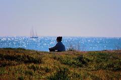 La Mirada Perdida, en el Horizonte.- (angelalonso57) Tags: canon eos 7d mark ii tamron 16300mm f3563 di vc pzd b016 ƒ63 3000 mm 1640 100 persona mirada azul blue mar sea agua water peaplo verde green