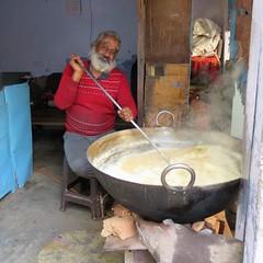 varanasi 2019 (gerben more) Tags: varanasi benares food cooking beard man india