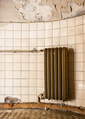 20180526-FD-flickr-0015.jpg (esbol) Tags: bad badewanne sink waschbecken bathtub dusche shower toilette toilet bathroom kloset keramik ceramics pissoir kloschüssel urinals