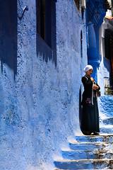 Maroc - Chefchaouen The Blue Pearl شفشاون الجوهرة الزرقاء (regis.grosclaude) Tags: morcco maroc chefchaouen the blue pearl شفشاون الجوهرة الزرقاء bleu color couleur femme berbere