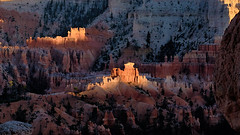 Sunset at Bryce Canyon (W_von_S) Tags: brycecanyon nationalpark utah usa us unitedstates vereinigtestaaten america amerika southwest südwesten sunset sonnenuntergang licht light mountains berge rocks felsen redrocks rotefelsen natur nature landschaft landscape panorama paysage paesaggio sony sonyilce7rm2 wvons outdoor