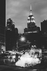 NYC (*Photofreaks*) Tags: laradphotography newyork nyc ny newyorkcity usa unitedstates us america amerika city town stadt grosstadt empirestatebuilding movie blackandwhite bw schwarzweis street strase impressionen travel reisen building sign