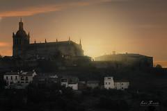 Amanece tras la catedral de Santa María de la Asunción (H.M.MURDOCK) Tags: amanecer coria cáceres extremadura paisajes catedral viajes nikon d610 pueblos