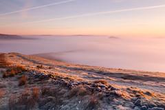 Path into Fog (Pixi.St) Tags: castleton england vereinigteskönigreich gb peakdistrict peaks thepeaks sunrise sonnenaufgang frost fog nebel hügel hill mamtor ridge grat path pfad weg dawn dämmerung