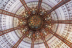 Glass ceiling in the Galeries Lafayette (Sokleine) Tags: verrière glass verre dome coupole cupola departmentstore paris 75009 heritage