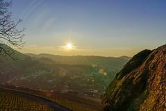 Viel Sonne (KaAuenwasser) Tags: sonne schwarzwald himmel dorf ort gebäude haus häuser wald tal dasenstein stein felsen berg berge weinberg wein natur strahlen hdr sony a7r3