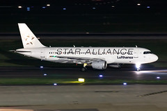 D-AIQS Lufthansa Airbus A320-211 (buchroeder.paul) Tags: eddl dus dusseldorf international airport germany europe ground night daiqs lufthansa airbus a320211