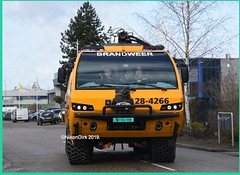 Dutch Crashtender 28-4266. (NikonDirk) Tags: nikondirk fire department eone luchtmacht brandweer truck crashtender ministry defense ehvk military engine hulpverlening foto lm5983 284267 284266 284063 lm5982 lm5988 gilze rijen kenbri rnlaf