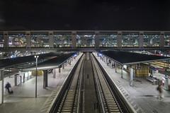 O S T K R E U (lars_uhlig) Tags: 2019 berlin stadt deutschland germany bahnhof ostkreuz station bahn railway night nacht lichter lights bahnsteig platform